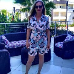 Платье-рубашка на супатной застежке, с воротником-стойкой, на рукавах манжеты с декоративными патами, застегивающимися на пуговицы