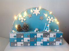 Calendrier de l'Avent Noel : bonhomme de neige... bleu turquoise, blanc, argenté : Décorations murales par zoe-et-nana