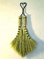 Broom Making Crafty Tip Whenever you are using natural materials such as broom… Broom Corn, Witch Broom, Brooms And Brushes, Whisk Broom, Basket Crafts, Magic Carpet, Making Tools, Diy Pallet Projects, Green Life