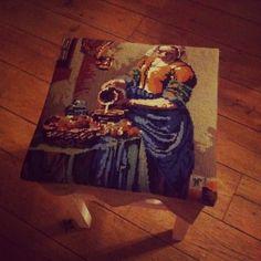 Krukje met geborduurd kussen- http://www.galerie-lucie.nl