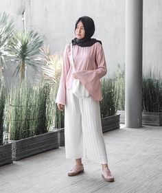 sunny day outfit pleated pants by @ssams.id thankyouu bebss @sonyasams ❤️