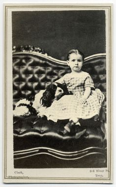 Warm Friends on a Sofa - Cute Animal Cavalier King Charles Dog, King Charles Spaniel, Victorian Sofa, Dog Heaven, Dog Photography, Vintage Photography, Dogs And Kids, Vintage Dog, Dog Dresses