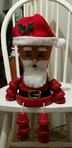 Santa made out of clay pots Clay Pot Projects, Clay Pot Crafts, Decor Crafts, Holiday Crafts, Diy And Crafts, Flower Pot Art, Clay Flower Pots, Flower Pot Crafts, Christmas Clay