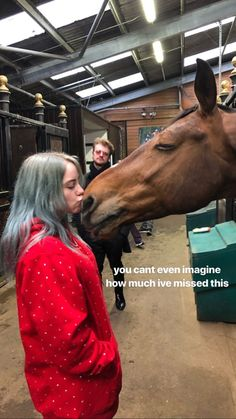 I love animals Billie Eilish and a horse Billie Eilish, Post Malone, Drake E, Love Of My Life, Love Her, She Song, Queen, Foto E Video, Pretty People