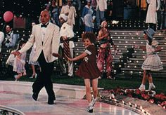 Aileen Quinn and albert finny in Annie | Aileen Quinn and Albert Finney in the Finale.