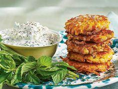 Morots- och halloumibiffar   Recept från Köket.se Halloumi, Dessert Recipes, Desserts, Lchf, Salmon Burgers, Chicken Wings, Vegetarian Recipes, Food And Drink, Vegan