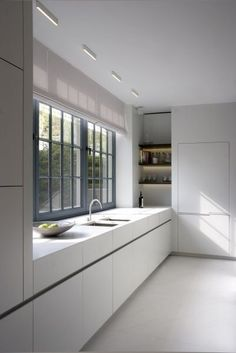 White Kitchen Interior Design With Modern Style 36