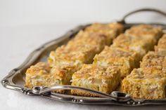 Taikinatassut: Maisemakahvilan raparperipiirakka Macaroni And Cheese, Meat, Chicken, Baking, Ethnic Recipes, Food, Mac And Cheese, Bakken, Essen