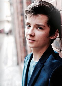 Asa Butterfield, he plays The Legend of Zelda.. I think I'm in love.< YES HE DOES AND I LOVE HIM EVEN MORE FOR IT. ... but seriously @cumbersociety .. this boy isn't /like/ fine wine... this boy /is/ fine wine.