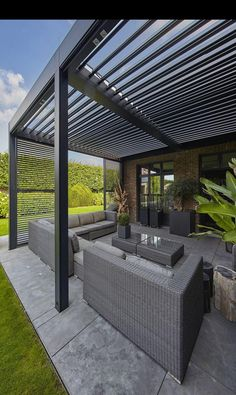 There are lots of pergola designs for you to choose from. You can choose the design based on various factors. First of all you have to decide where you are going to have your pergola and how much shade you want. Easy Patio, Backyard Design, Modern Patio Design, Garden Design, Pergola Plans, Butterfly Garden Design, Patio Design