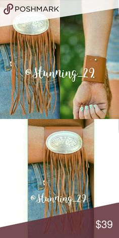 """🆕BROWN  LEATHER FRINGED CUFF BRACELET BROWN  VEGETABLE DYED GENUINE LEATHER CUFF BRACELET W/ A SILVER EXPERT ETCHED METAL BUCKLE CONCHO ACCENT.✔ALSO AVAILABLE IN BLACK ✔  FRINGE LENTH IS 5""""&HANGS TO THE SIDE AS SEEN IN PIC #1. THE FRINGE DOESN'T GET IN THE WAY.  THE METAL BUCKLE IS 2""""×13"""" / TOTAL LENGTH OF CUFF IS 8.5"""" / WIDTH IS 3"""" & HAS 2 SETS OF RIVET ADJUSTMENTS FOR A PROPER FIT. VERY COMFORTABLE & TOTAL BOHO! HIGH END & VERY WELL MADE.  SHIPS BNWT IN MANUF PLASTIC Stunning_29 Jewelry…"""