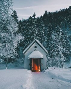 This little cabin in Tirol, Austria – Tattoos – Cozy Places Beautiful Homes, Beautiful Places, Tiny House Cabin, Tiny Houses, Snow Pictures, Little Cabin, Cozy Place, Big Sky, Cabins In The Woods