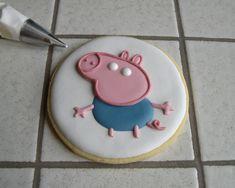 """Biscotti Peppa Pig """"George"""" Peppa Pig Cookie, Peppa Pig Birthday Cake, Royal Icing Sugar, Royal Icing Cookies, Pig Cookies, Sugar Cookies, George Pig, Cookie Decorating, Goodies"""