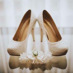 Of all the wedding details I see every weekend I must say shoes are my favourite! #shoelover #weddingshoes #pklfotografia #pklweddings #lovemywork #weddingphotographer #weddingphotograpy #weddingdetails #lapaz #bolivianweddingphotographer #bridebook #lovemyjob #shoeaddict