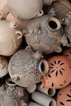 A pile of ceramic vessels, including jaguar pots, at a women's co-op in Amatenango del Valle, Oaxaca, Mexico. Mexican Style, Mexican Folk Art, Ceramic Pottery, Ceramic Art, Art Du Monde, Mexican Designs, Clay Art, Crafts, Handmade