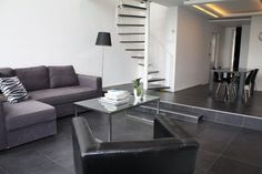 Modern furnished apartment, grey & black accents. (Amstel 1017 AD Amsterdam | Expat Housing)