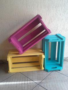 caixote de feira colorido e pintado