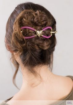 Lovely Victorian style golden heart centerpiece surrounded by bright violet pink, meet Cora, a new flexi clip design from Lilla Rose. Create beautiful hairstyles perfect for Valentine's Day or any date night.