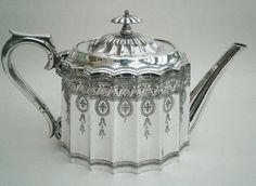 """EDWARDIAN SILVER PLATED TEA POT - WALKER & HALL 
