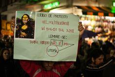 """Cartaz: """"Tarifa R$ 0,00 não é uma utopia"""". """"Chega de sufoco e corrupção: por um transporte público estatal de qualidade!"""" 14/08/2013 Foto: Susan Ritschel."""