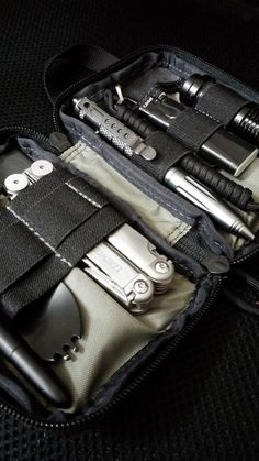 My EDC organizer-Maxpedition Mini Pocket Everyday Carry Organizer What Is Edc, Urban Edc, Everyday Carry Items, Survival Gear, Survival Items, Camping Survival, Edc Bag, Edc Tactical, Pocket Organizer