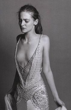 "bienenkiste: "" Lesly Masson-Dupond by Maciek Kobielski for Vogue Italia December 2005 "" Sugarhigh Lovestoned, Foto Portrait, Mode Boho, Editorial Fashion, Tutu, High Fashion, Fashion Photography, Dress Up, Vogue"