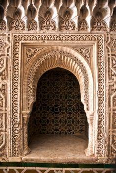 La Alhambra de Granada Architecture Artists, Islamic Architecture, Classical Architecture, Beautiful Architecture, Architecture Images, Alhambra Spain, Granada Spain, Gypsum Decoration, Ancient Persian