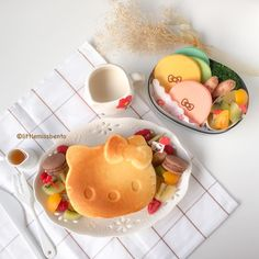 """Shirley シャリー on Instagram: """"Hello Kitty #Pancakes for a lazy morning. Dine-in or takeaway bento for you? I don't even remember when I bought this Hello Kitty pancake frypan. Haha. Feeling a little lazy this morning make anything too elaborate - so pancakes to the rescue. 今朝ちょっと疲れたんですから、簡単な朝ごはんを作りました。 ハローキティのホットケーキです。 可愛いホットーケーキが食べられて、嬉しいです。えへへ~ Plate: @afternoontea_official Tea towel: @zarahome #hellokitty #sanrio #hotcakes #パンケーキ #ホットケーキ #サンリオ #ハローキティ #朝ごはん # #パンケーキ"""""""