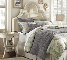 tête de lit pour le lit dans la chambre à coucher