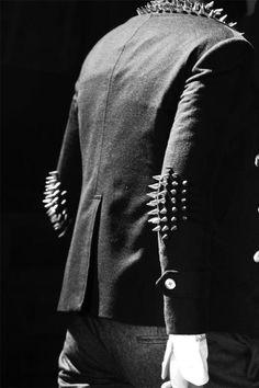 thom browne studded navy blazer- looks uncomfy- yet great Looks Style, Looks Cool, Fashion Mode, Fashion Show, Swag Fashion, Weird Fashion, Dope Fashion, Fashion Pants, Estilo Rock