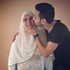 bro zaid ali 's mum .Masha Allah may Allah bless them always! Smosh, Pretty People, Youtubers, Ali, Islam, Couple Photos, Wedding Dresses, Cute, Bear
