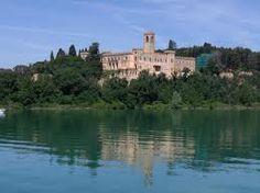 Il Castello Guglielmi sull'isola Maggiore del lago Trasimeno.