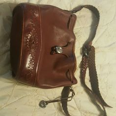 ♡Brighton brown leather purse♡ Cute leather Brighton purse in brown leather. Adjustable strap for the shoulder. Brighton Bags Shoulder Bags