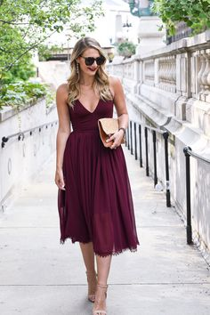 Wedding Outfit ideas for Guest - what to wear to a formal event in fall - Fall Wedding Guest Dress Guide by Chica. Fall Wedding Attire, Fall Wedding Dresses, Fall Dresses, Burgundy Wedding Guest Dress, Dresses To Wear To A Wedding As A Guest, Wedding Guest Style, Autumn Wedding Guest, Wedding Guest Fashion, Dresses To Wear To A Wedding Winter