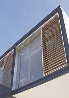RENSON breidt gamma schuifpanelen uit: Loggiawood, aluminium schuifpaneel met houten lamellen - Renson Ventilation - Architect & Bouw - digiForum