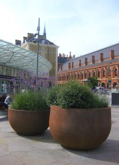 We are very excited about our Rusty Globe, Large Globe and Grand Globe planters which have arrived outside Kings Cross station. They feature our new extra large Grand Globe, the largest planter we…