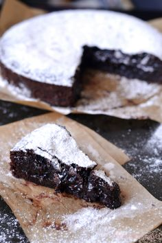 Svéd brutálcsokitorta – Sütigolyó Sweet Recipes, Cake Recipes, Dessert Recipes, Easy Desserts, Delicious Desserts, Diet Cake, Quiche, Sweet Cakes, Homemade Cakes