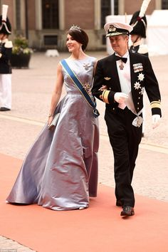 Mary wore the traditional blue and yellow sash across her gown to honour Sweden's colours...