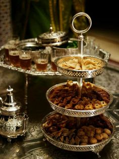 Moroccan cuisine is influenced by Morocco 's interactions and exchanges with other cultures and nations over the centuries. Moroccan cuisine is typically a mix of Mediterranean, Berber. Arabian Decor, Mint Tea, Iftar, Food Presentation, Dessert Table, Dessert Pizza, Afternoon Tea, Tea Set, Tea Time