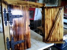 Puertas rústicas en madera de palets. Outdoor Projects, Home Projects, Cool Doors, Barbacoa, Ideas Para, Cool Stuff, Wood, Diy, House