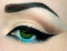 the turquoise liner beneath the iris is a revelation