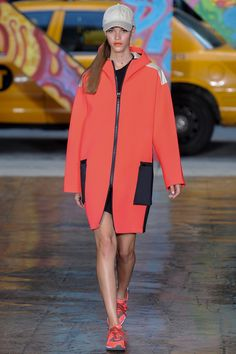 See all the Collection photos from Dkny Spring/Summer 2014 Ready-To-Wear now on British Vogue Vogue Fashion, Runway Fashion, Spring Fashion, Fashion Show, Classic Fashion, Fashion Brand, High Fashion, Donna Karan, Summer Coats