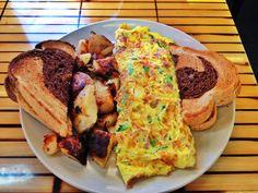 Breakfast Omelette & Rye Bread | http://chowdownbythebay.blogspot.com/2014/01/giant-food-menu-challenges-at-eagles.html | #boston #foodblog #brighton #clevelandcircle #foodie #giantfood #foodchallenge #omelette #rye #eggs #breakfast #brunch #pretty #colors #colorful #gorgeous #amazing #delish