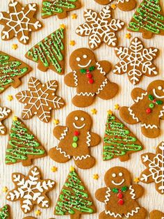 Let the holiday baking begin and let these cookies be at the top of that holiday baking list! These cookies will simply tantalize to your taste buds becaus Christmas Sweets, Christmas Cooking, Noel Christmas, Christmas Goodies, Christmas Candy, Italian Christmas, Christmas Games, Christmas Decorations, Chewy Gingerbread Cookies