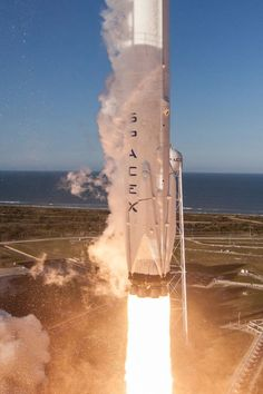 Tesla Spacex, Spacex Rocket, Aerospace Engineering, Space Photography, Space And Astronomy, Space Program, Space Shuttle, Deep Space, Space Travel