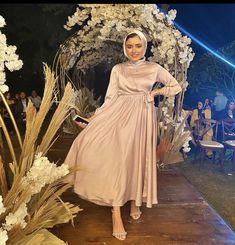 Modest Fashion Hijab, Fashion Dresses, Muslim Fashion, Champagne Evening Dress, Hijab Dress Party, Dresses Kids Girl, Long Wedding Dresses, Classy Dress, Graduation