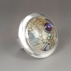 This is a fine silver ring with a lentil bead in a bezel setting which was made in my lampwork studio in France. Average diameter of the bead is 25mm. The size of the ring is 9 1/2.    All my beads are annealed in a digitally controlled kiln. Each bead is thoroughly cleaned to ensure all traces of bead release is removed. Colors may not show correctly on all monitors. Beads are not safe for children as they pose a choking hazard.