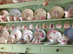 All Things Shabby and Beautiful I like this shade of green. Cocina Shabby Chic, Shabby Chic Kitchen, Shabby Chic Homes, Shabby Chic Style, Shabby Chic Decor, Kitchen Country, Vintage Dishes, Vintage China, Antique Dishes
