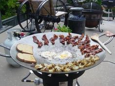Discover thousands of images about Blue Moon Disks Fire Cooking, Cast Iron Cooking, Outdoor Oven, Outdoor Cooking, Wok Recipes, Cooking Recipes, Plancha Grill, Four A Pizza, Outdoor Kitchen Design