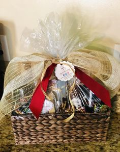 Unique gifts help you stand out with your customers! We work with our corporate and individual customers' budget to create perfect coffee gift baskets for any occasion. In the picture, coffee themed basket as a realty closing gift for the new homeowner! Cupcake Cake Designs, Cupcake Cakes, Coffee Gift Baskets, Gift Box Design, Cute Packaging, New Year Gifts, Basket Ideas, Unique Gifts, Wraps